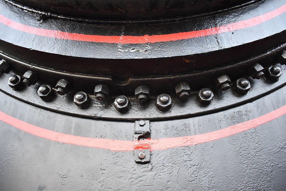 Železniční skanzen na opuštěném náspu u Lupěného.