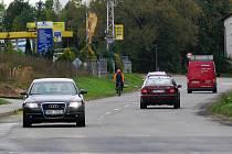 Postřelmvoská ulice patří k nejrušnějším v Zábřehu. Výpadovku směrem na Šumperk a Lesnici dostane ještě letos nový povrch i v úsecích, které se neopravovaly po stavbě kanalizace.
