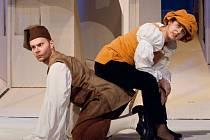 Herci šumperského divadla dokončují přípravy na renesanční komedii Calandriada, jejíž premiéra se uskuteční v sobotu 19. února