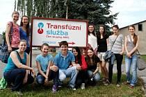 Celkem čtrnáct studentů Gymnázia Šumperk darovalo krev na Transfúzní službě v Šumperku.