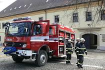 Zábřežští hasiči představili v pondělí 14. března před radnicí nově pořízenou cisternu