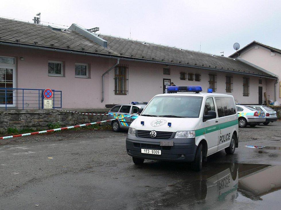 Policisté vyšetřují přepadení šumperské pošty u nádraží