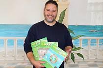 Učitel René Frnka vydává vlastní učebnice angličtiny.