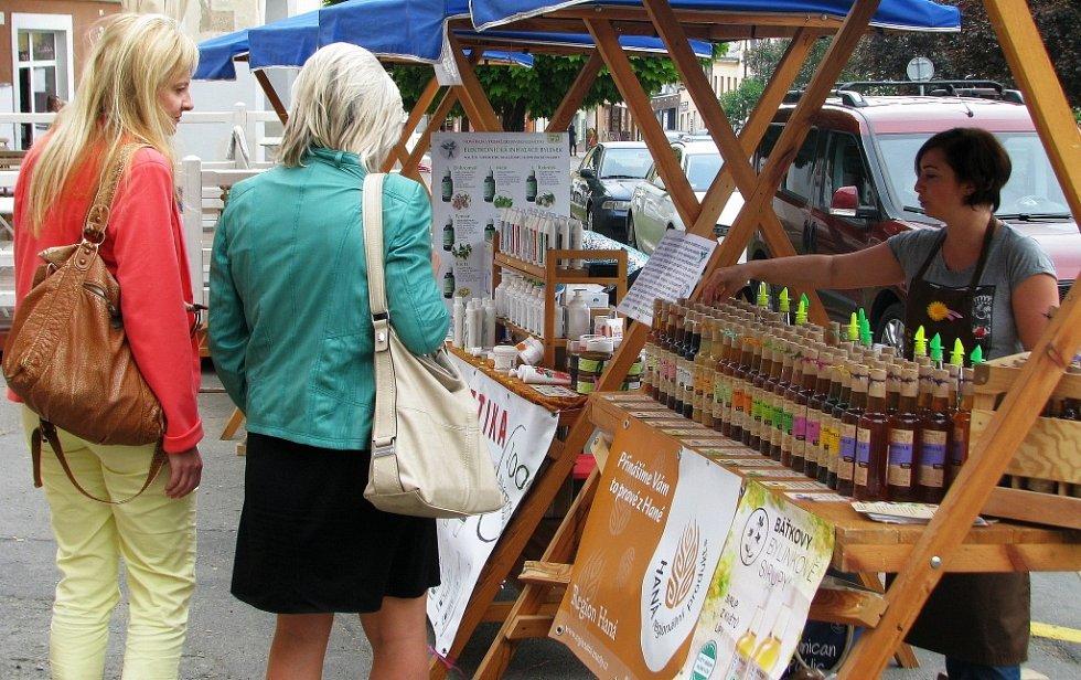 Farmářské trhy se konají na Masarykově náměstí v Zábřehu v prostoru mezi domem Pod Podloubím a Levandulovou kavárnou každý čtvrtek od jedenácti do sedmnácti hodin, a to až do konce září.