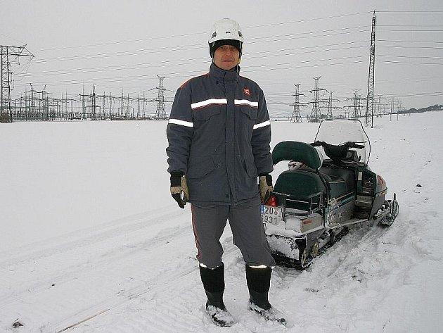 Kporuchám vyjíždějí energetici vJeseníkách ina sněžném skútr