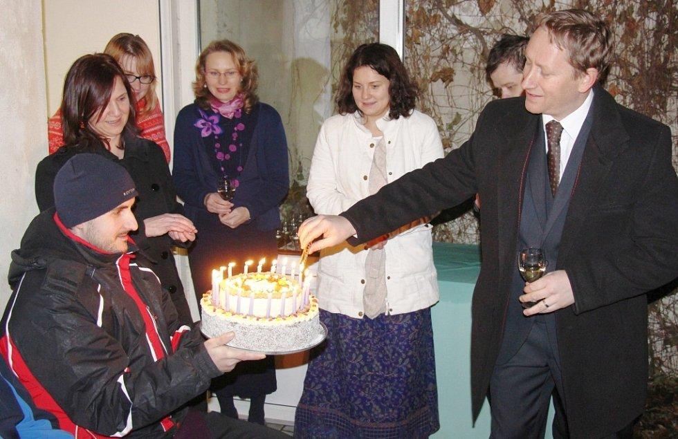 Dvacetileté výročí své činnosti si charitní centrum Oáza v Zábřehu připomíná výstavou, kterou doplňuje i prodej výrobků vytvořených klienty.