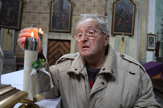 Pavel Burian je kostelníkem vKopřivné tři čtvrtě století.