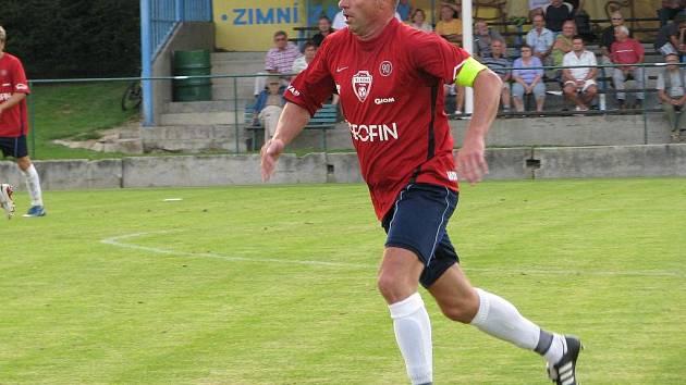 Hráč Poruby během utkání v Losinách v loňské sezoně