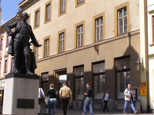 Bývalý dům okresní vojenské správy na Hlavní třídě v Šumperku.