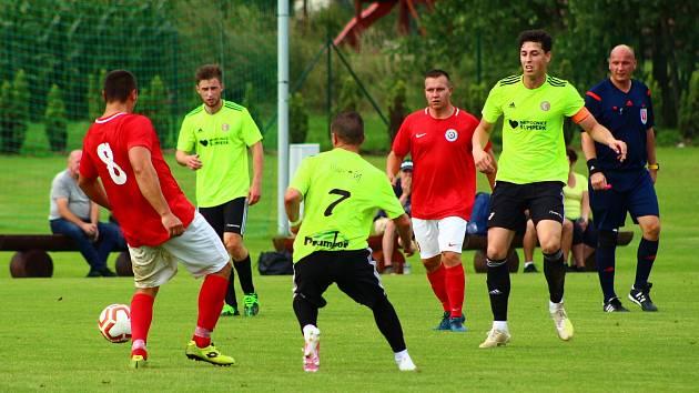 Fotbalisté Rapotína (v zeleném) porazili Brodek u Přerova 4:1.
