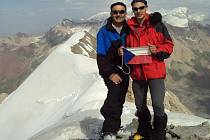Z výpravy Zdeňka a Jakuba Mikulových z Postřelmova na Šumpersku na 7134 metrů vysoký vrchol Pik Lenin v Pamíru