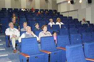 Nově spravený sál bývalého kina ve Zlatých Horách