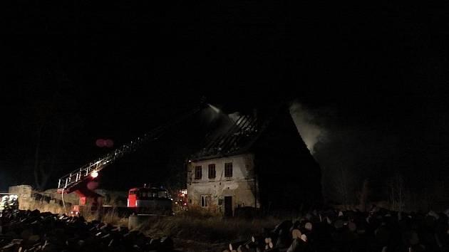 Požár zámečku v Tomíkovicích, místní části Žulové