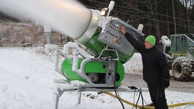 Zasněžování v lyžařském areálu v Koutech nad Desnou