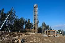 Nová rozhledna na vrcholu Štvanice na Staroměstsku ( 866 metrů nad mořem )