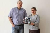 Pavel Ostrý a Magda Dostálová, kouči robotického týmu žáků gymnázia Jeseník.