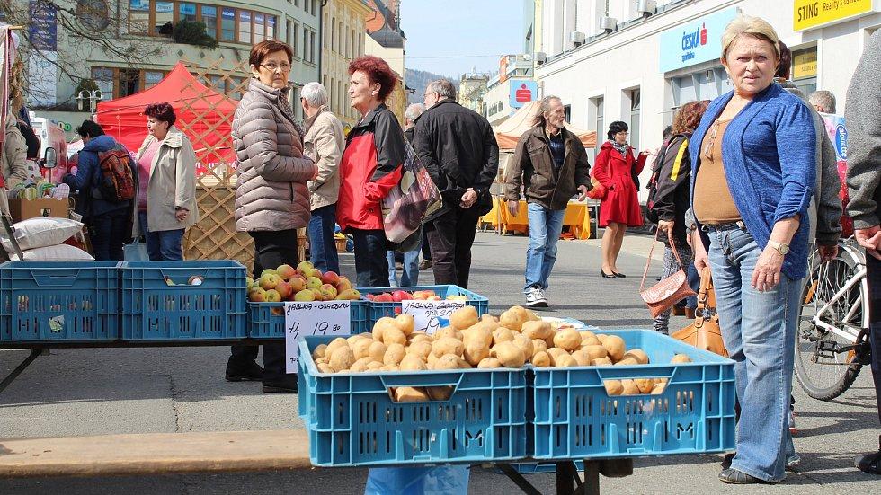 První farmářské trhy sezony 2019 v Šumperku.