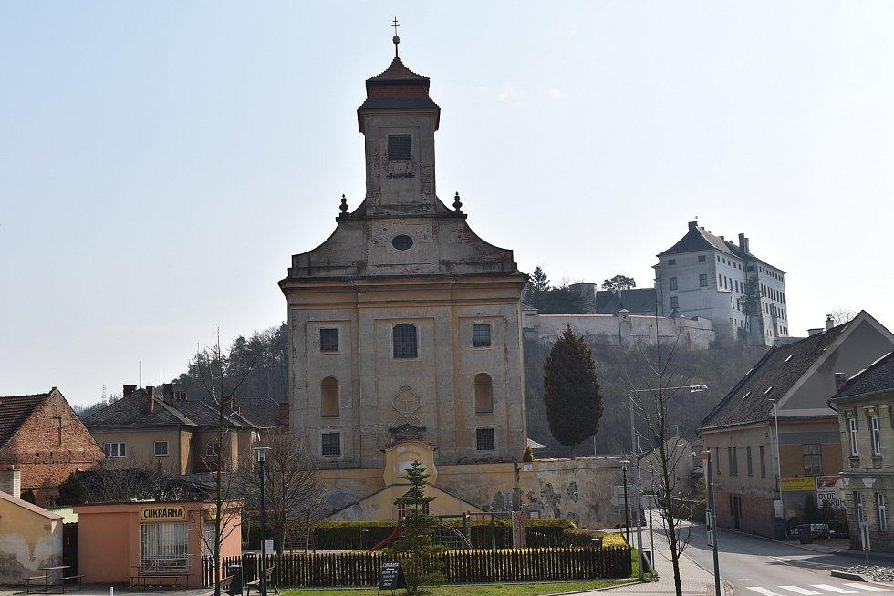 Město Úsov - kostel a zámek.