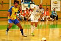 Delta Real (bílé dresy) během rozhodujícího finálového zápasu s Chocní