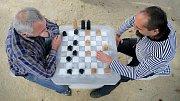 Pouliční šachový stolek. Ilustrační foto