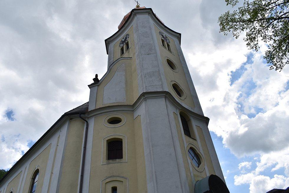 Stará Červená Voda na Jesenicku. Kostel.