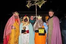 V Hoštejně na Zábřežsku vsadili na přírodní scenérii a legendu o narození Ježíška zasadili do terénních nerovností místního hradního kopce.