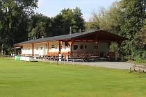 Nová budova kabin na fotbalovém hřišti v Lošticích