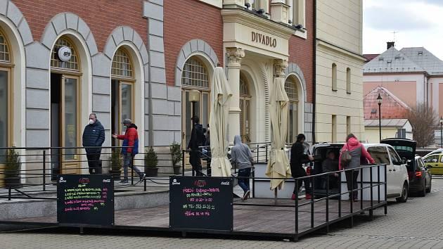 Restaurace Opera v přízemí šumperského divadla