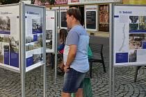 Výstava Zaniklé osady na Šumpersku po roce 1945 u šumperského divadla.
