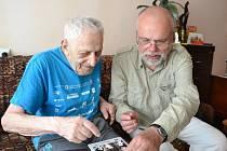 Egon Morgenstern (vlevo) s předsedou sdružení Respekt a tolerance Luďkem Štiplem při setkání ve Vilniusu u příležitosti stých narozenin nejstaršího člena předválečné židovské komunity z Loštic.
