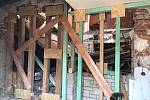 V bývalé restauraci v Bělé pod Pradědem se propadl strop.