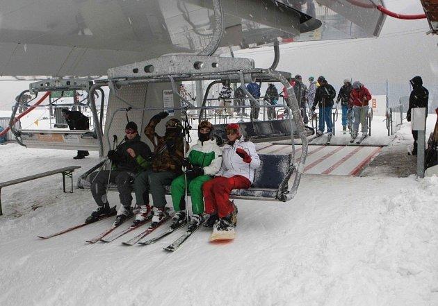 Areál v Koutech nad Desnou navštívila zhruba tisícovka lyžařů.