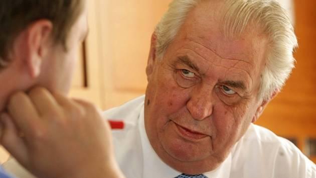 Prezident Miloš Zeman během rozhovoru s redaktorem Deníku Petrem Krňávkem.