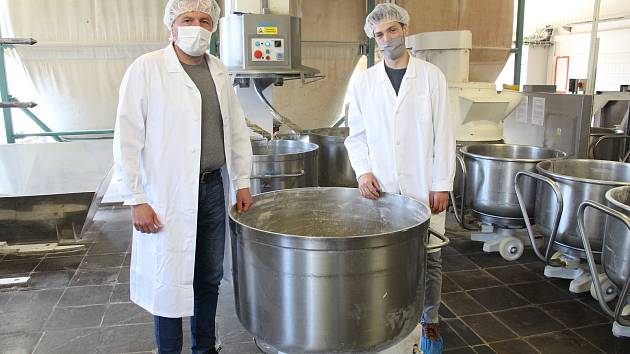 Libor a Daniel Blaháčkovi u žitného kvasu.