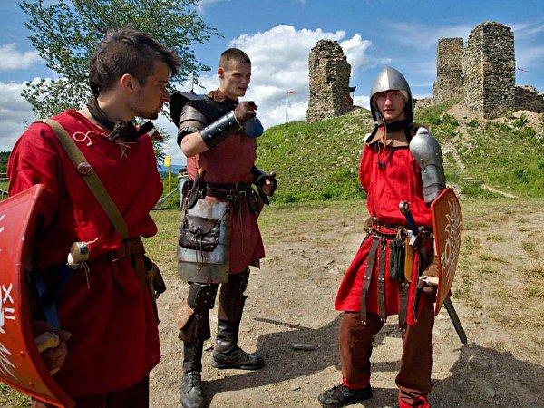 Fantasy nadšenci bojují na hradě vBrníčku
