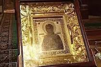 Unikátní ikona Obměkčení kamenných srdcí, která začala údajně v 90. letech ronit krvavé slzy, bude na několik hodin k vidění v neděli 27. května v pravoslavném chrámu sv. Ducha v ulici K. H. Máchy v Šumperku.