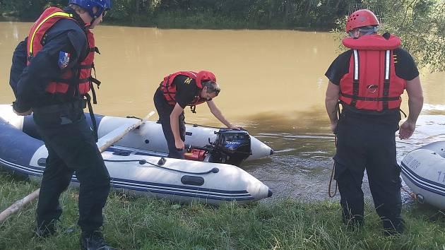 Pátrací akce po vodákovi, který 28. června zmizel v řece Moravě u Moravičan