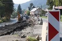 Rekonstrukce opěrné zdi u silnice první třídy v Loučné nad Desnou.