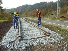 U cyklostezky vybudované z opuštěné trati u Lupěného se objevila první vlaštovka železničního skanzenu. Na kolejích bude stát parní lokomotiva.