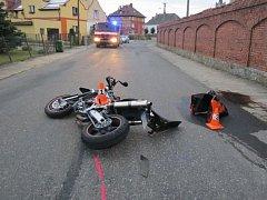 Těžké zranění utrpěl motorkář, který vneděli 14. srpna havaroval ve Vidnavě. Z místa nehody odešel domů, tam pro něj musel přiletět záchranářský vrtulník.