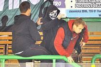 Zápas Vsetín – Havířov musel být ve 42. minutě přerušen kvůli potyčkám v hledišti, vhozeným dýmovnicícm a světlicím naled. Dohru bude mít utkání u zeleného stolu