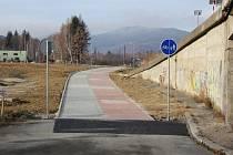 Dokončený úsek cyklostezky v Jeseníku v zóně Za Podjezdem.
