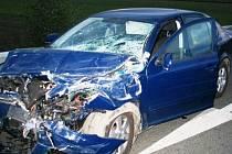 Škoda Octavia narazila do nákladního vozu u Postřelmova