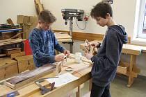 Soutěž Vůně dřeva v rapotínském středisku Střední školy železniční, technické a služeb Šumperk