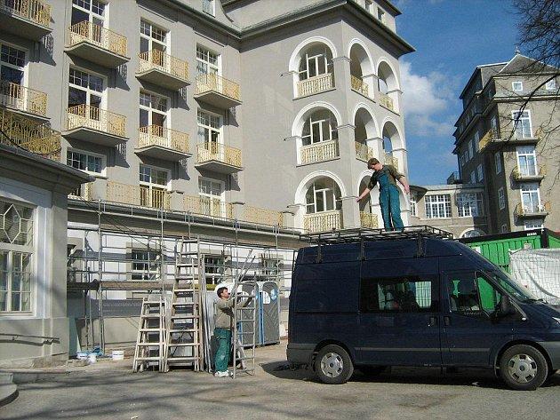 Nejrozsáhlejší a nejdražší rekonstrukce v historii lázeňského domu Priessnitz ve stejnojmenných lázních v Jeseníku jde do finále