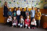 Třída 1. C Základní školy Údolí Desné – škola Sobotín s třídní učitelkou Veronikou Benešovskou