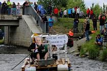 Po řece Desné v Sudkově plula v sobotu 17. června netradiční plavidla. Na start se postavilo devatenáct odvážných posádek, na které čekala asi kilometr dlouhá jízda.