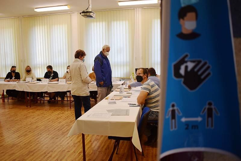 Volby do Poslanecké sněmovny Parlamentu České republiky v pátek 8. října 2021 na základní škole na sídlišti Severovýchod v Zábřehu.