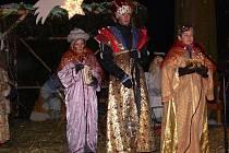 Živý betlém v divadelním provedení zhlédly desítky lidí, kteří se v sobotu 18. prosince vpodvečer vypravili do Sudkova