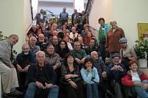Čeští esperantisté se během celostátního sjezdu v Šumperku podívali i do místního divadla, kde pracuje jeden z nich: vrátný a hasič Karel Vala